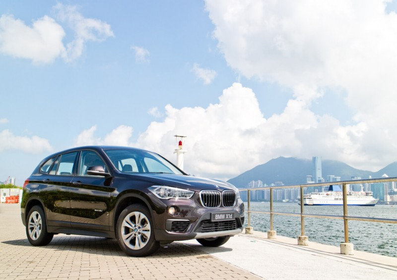 BMW X1 front and side view